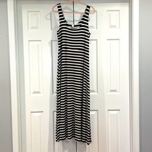Women's Old Navy size L black and white maxi dress